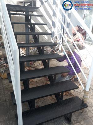 mẫu - cầu - thang - sắt