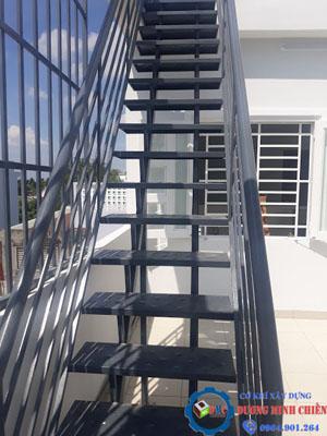mẫu cầu thang sắt đẹp nhất